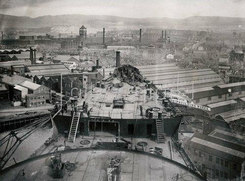 Bau des größten und schnellsten Linienschiffs der Welt, 1934.