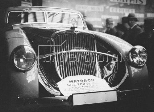 Der neue Maybach auf dem Pariser Salon Automobile, Photographie. 1932.