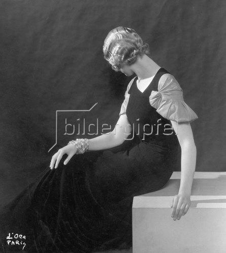 Madame d' Ora: Sommerabendkleid von Mirande