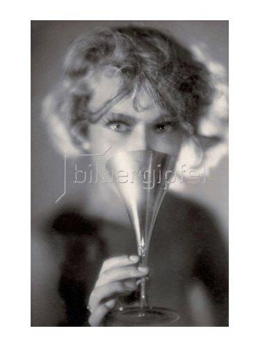Manassé: Frau mit Sektglas, um 1925