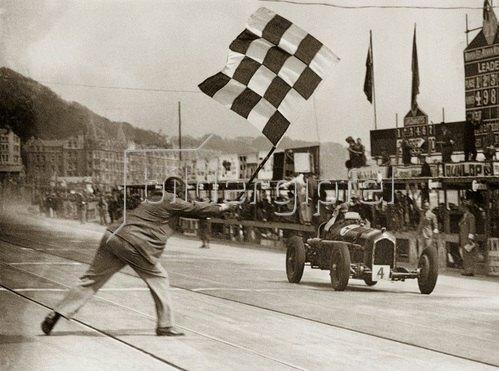 Erian Lewi gewinnt auf Alfa Romeo das Rennen in Douglas, Isle of Man. Photographie. 1934