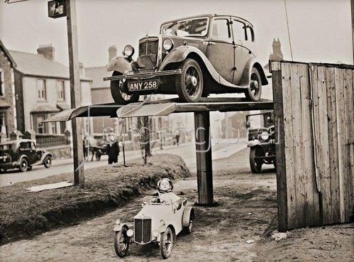 Großes und kleines Automobil. Photographie. 1936.