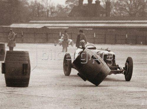 Autorennen auf der Brooklands Rennstrecke.  Photographie. 1934.