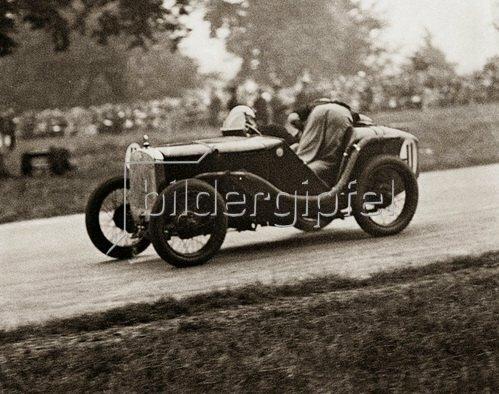 Junge Rennfahrer beim Jugend-Automobilrennen. 1932.