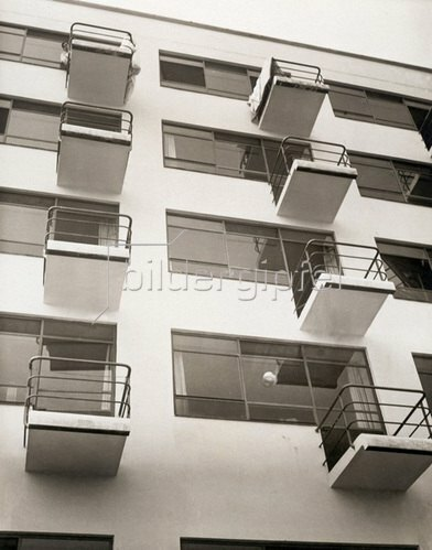 Das Bauhaus, die Kunsthochschule in Dessau. Deutschland. Photographie. um 1926