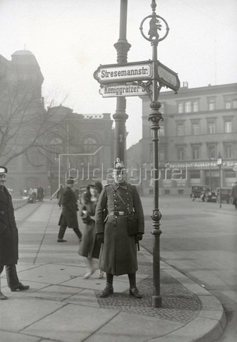 Die nach dem deutschen Politiker Gustav Stresemann benannte Straße in Berlin-Kreuzberg, Photographie. 12.3.1930.