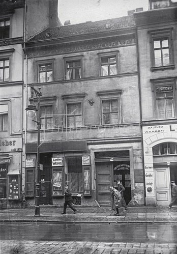 Das Geburtshaus  des deutschen Politikers Gustav Stresemanns. Berlin. Photographie. Um 1930.