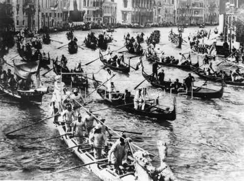 Gondel-Regatta auf dem Canal Grande in Venedig. Italien. Photographie. Um 1930.