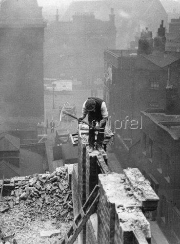Abriss des Hauses in der Londoner Mint Street, in dem Oliver Twist lebte. Southwark. Photographie. 18.1.1935.