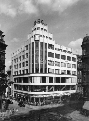 Bürogebäude in Prag. Photographie. Um 1930.