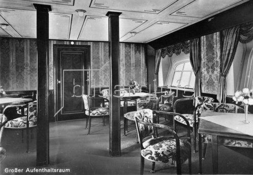 Großer Aufenthaltraum des Zeppelin Luftschiffes LZ 127. Photographie. 1928