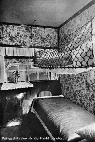 Fahrgast Kabine des Zeppelin Luftschiffes LZ 127. Photographie. 1928