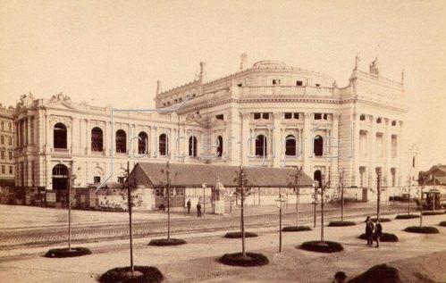 Ansicht vom Hofburgtheather und der Ringstrasse  in Wien. Österreich. Photographie. Um 1890.