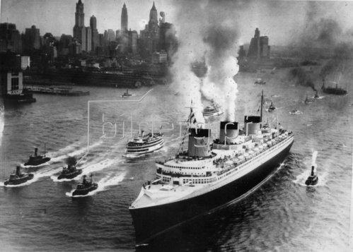 Passagierdampfschiff Normandie im Hafen von New York. Amerika. Photographie. 10.2.1942