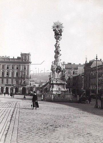 Pestsäule auf dem Hauptplatz in Linz, Oberösterreich, Österreich. Photographie. Um 1890.