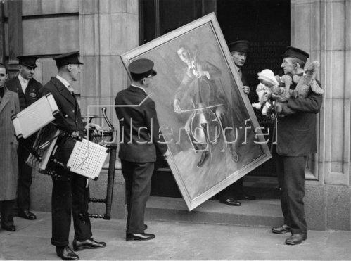 Exponate der Kunstausstellung der Londoner Eisenbahner. London. England. um 1935.