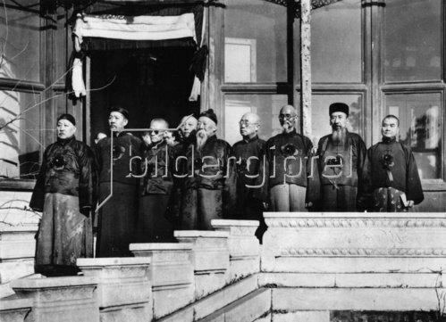 Das provisorische Kabinett Chinas erklärte die Regierung Tschiang-Kai-Tscheks für abgesetzt und sich selbst für allein verantwortlich. China. Photographie. Um 1938