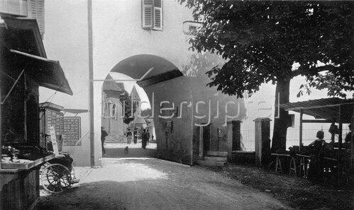 Stadttor von Kitzbühel, Tirol, Österreich. Photographie. Um 1890.