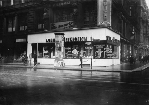 Eine neue Reiseauskunftsstelle mit der Aufschrift Wien und Österreich in der Friedrichstrasse 78. Wien. Österreich. Photographie. 26.11.1930