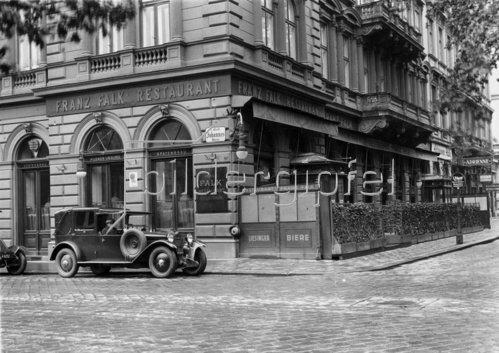 Stadtrestaurant Falk in Wien gegenüber dem Stadtpark. Österreich. Photographie. 1930.