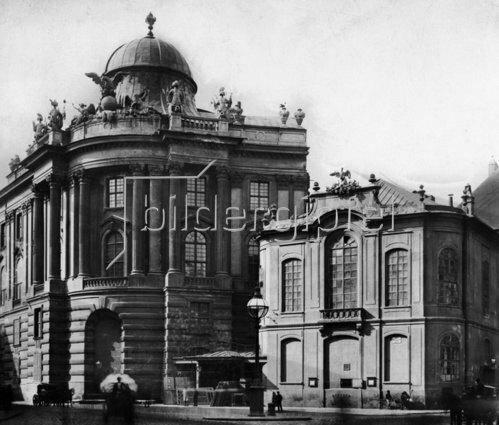 Das alte Burgtheater und die Hofreitschule am Michaelerplatz. Wien. Österreich. Photographie.