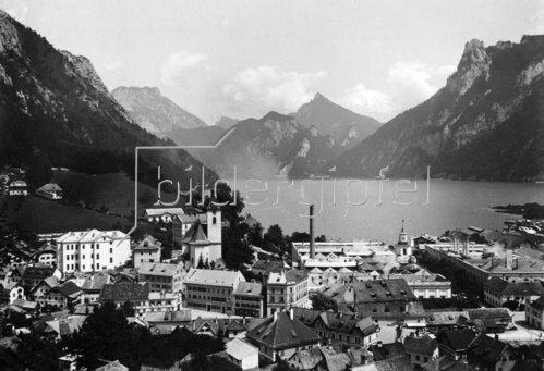 Stadtansicht von Ebensee am Traunsee, Oberösterreich, Österreich. Photographie. Um 1935.