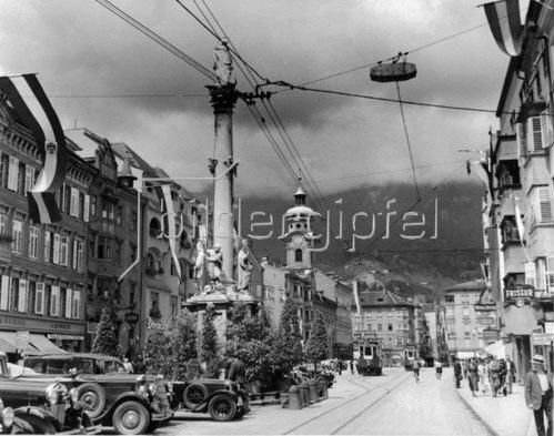 Maria Theresienstrasse in Innsbruck. Photographie. Um 1935.