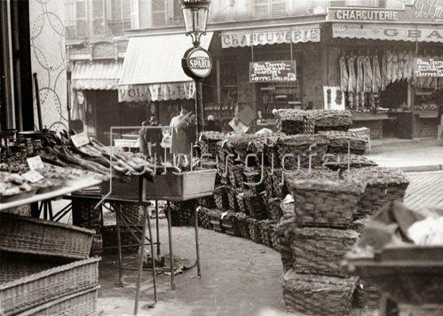 Pariser Markt. Ankunft der letzten Ladung Austern und Geflügel. Photographie. Frankreich. Um 1935.