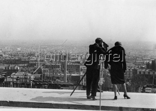 Blick über Paris, vom Montmartre aus gesehen. Photographie. Um 1930.
