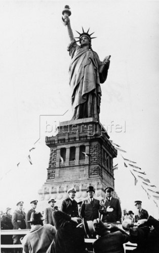Feier zum 50. Jahrestag der Errichtung der Freiheitsstatue mit Präsident Franklin D. Roosevelt. New York. Amerika. Photographie. 1936.