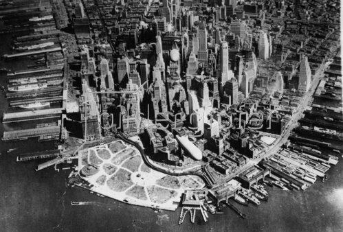 Zeppeline der US Armee bei einem Manöver über New York. Amerika. Photographie. Um 1935.