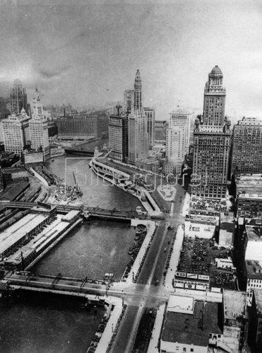 Blick auf den Chicago River. Photographie. Um 1935.