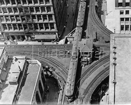 Hochbahn-Kreuzung in Chicago. Photographie. Um 1930.