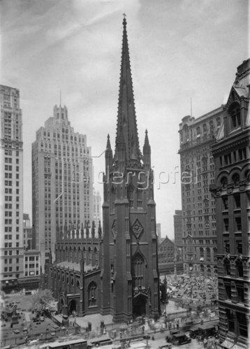 Die Dreieinigkeits Kirche in New York. Photographie. Um 1935.