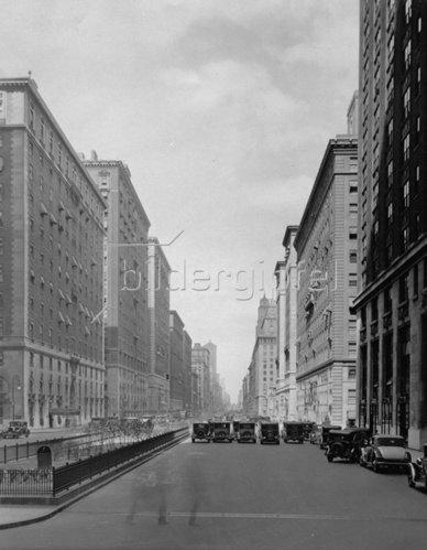 Blick auf die Park Avenue, New York von der 46. Straße aus gesehen. Photographie. Um 1935.