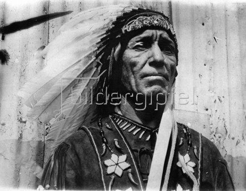 Pete Moore, vom Stamm der Passamaquoddy, als erster Indiander zum Abgeordnete im Staat Maine gewählt. USA. Photographie. 6.12.1930