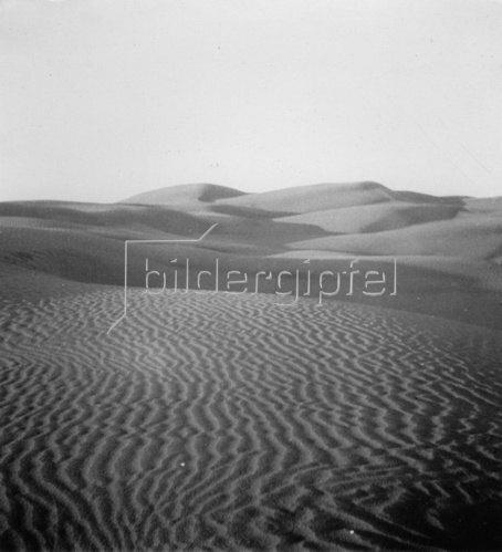 Wüstenlandschaft. Photographie. Um 1935.