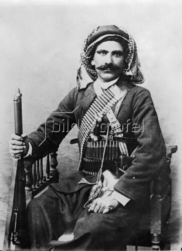 Ein afghanischen Bergbewohner und Mitglied des Afghanischen Militärs. Photographie. Um 1935.