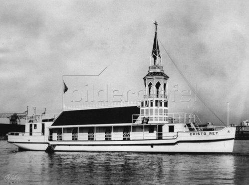 Die schwimmende Kirche in Argentinien. Photographie. Um 1930.