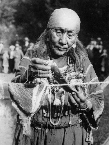 Indianerin des Glacier National Parks. Photographie. Um 1935.