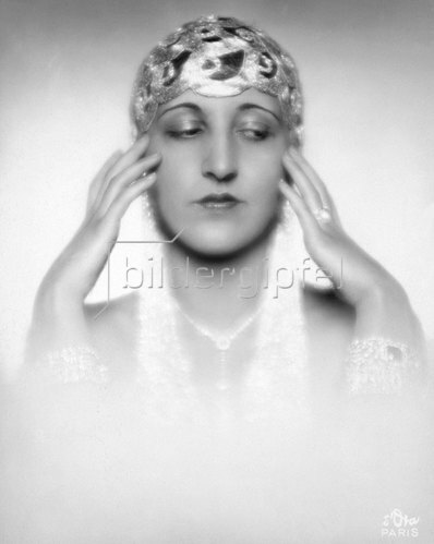 Madame d' Ora: Die amerikanische Tänzerin Dora Duby. Photographie von d'Ora, um 1925