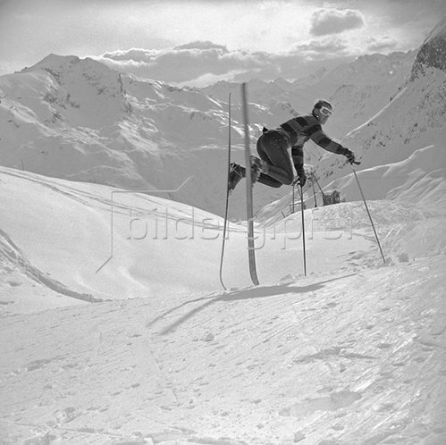 Ein Schifahrer in Lech am Arlberg. Fotografie 1964