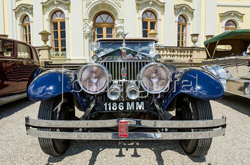 Frontansicht von einem Rolls-Royce Oldtimer