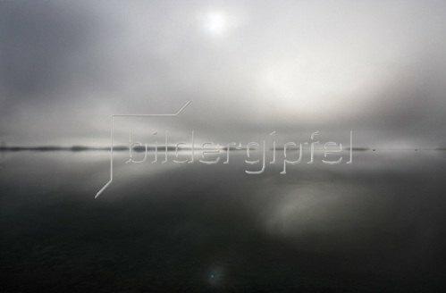 Michael Reusse: Walchensee, Bayern, Nebel, Fischerboote