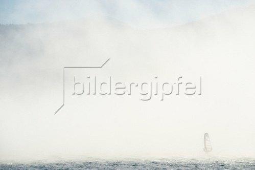 Michael Reusse: Bayern, Walchensee, Windsurfen, Nebel