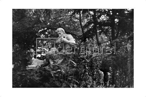 Sigrid Neubert: Aus dem Buch Ein Garten der Natur, über den Nymphenburger Schlosspark in München.