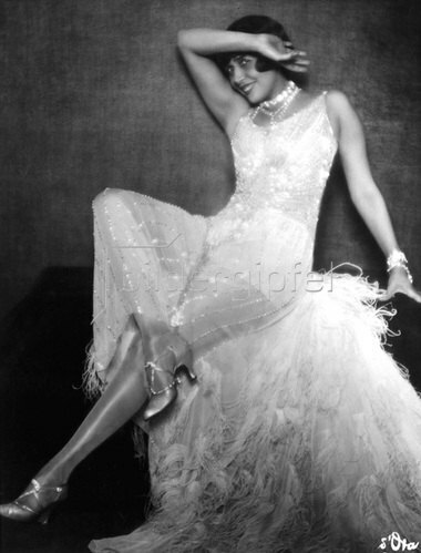 Madame d' Ora: La Mistinguett, Sängerin, Tänzerin und Revuestar