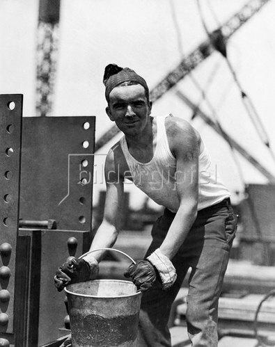 Lewis W. Hine: Arbeiter auf der Baustelle eines Wolkenkratzers in Manhattan, um 1930