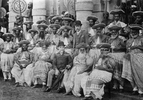 Gebrüder Haeckel: Indien: Die Vorsteher der Zentralprovinzen in ihren Trachten, um 1910