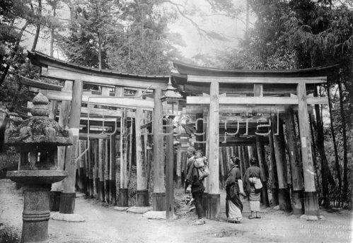 Japan: Eingangsportal zum Fushimi Inari Taisha Tempel in Kioto